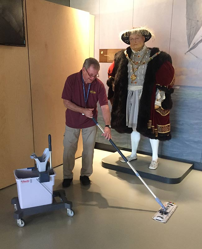 museum cleaning service